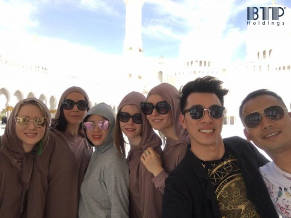 (Visit Sheikh Zayed Grand Mosque)